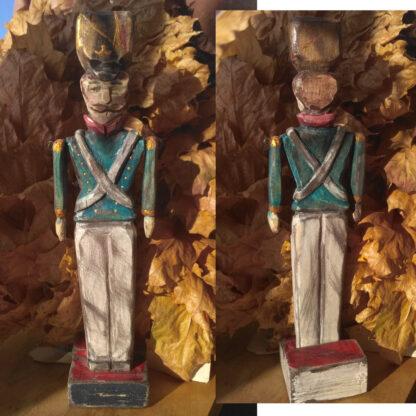 деревянный солдатик