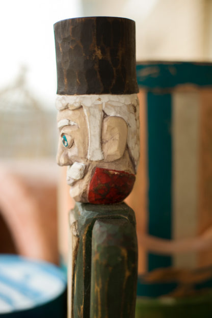 большой деревянный солдатик